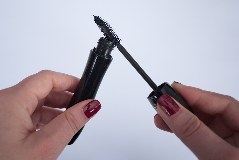 How to stop your lashes from clumping together